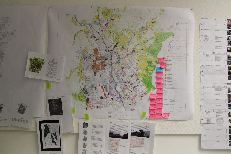 Bild zeigt Pinwand mit Stadtplan Graz