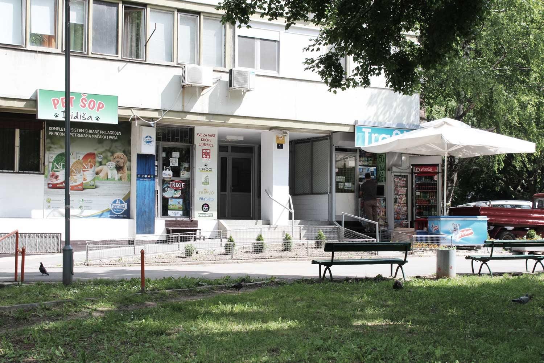 Foto Block 1 Novi-Belgrad Erdgeschosszone mit Geschäfte