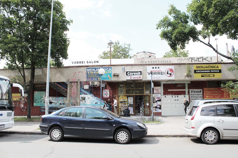 Foto Block 1 Novi-Belgrad Straßenfront Einkaufscenter