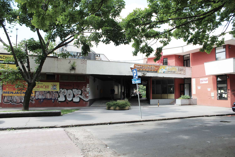 Foto Block 1 Novi-Belgrad Eingangsbereich zum Einkaufszentrum