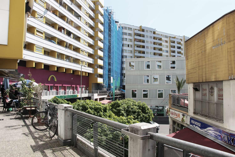 Foto Berlin-Kreuzberg Geschäftszone im Obergeschoß einer Wohnanalge