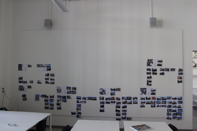Foto von Pinwand mit Bildern von Grundstücken