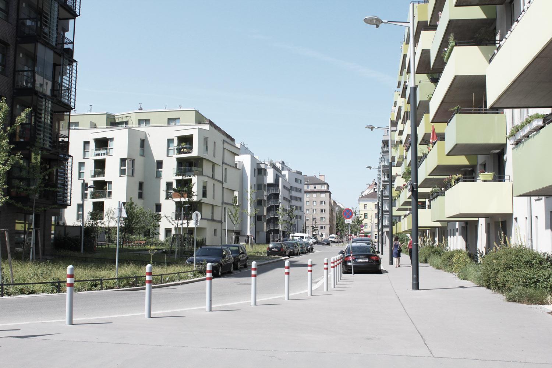 Foto Wien Sonnwendviertel Blick entlang Straße mit reinen Wohngebäuden